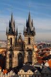 Aeralansicht der Tyn-Kirche und des alten Marktplatzes Stockbilder