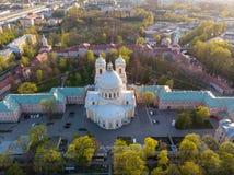Aeralansicht zur Heiligen Dreifaltigkeit Alexander Nevsky Lavra Ein Architekturkomplex mit einem orthodoxen Kloster, eine neoklas lizenzfreies stockfoto
