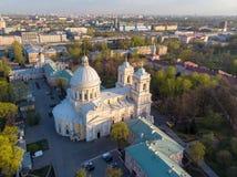 Aeralansicht zur Heiligen Dreifaltigkeit Alexander Nevsky Lavra Ein Architekturkomplex mit einem orthodoxen Kloster, eine neoklas lizenzfreie stockfotos