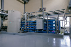Aerating vatten för fabriksproduktion Arkivbilder