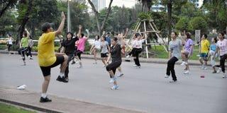 Aerbobics in einem Park in Bangkok Lizenzfreie Stockfotografie