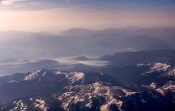 Aereal-Ansicht der Berge in Montenegro bedeckte mit Schnee Stockbilder