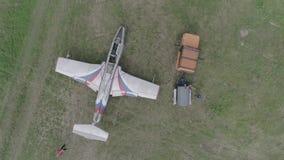 Aerei acrobatici L-29 del gruppo 2+1 che riempiono video d archivio
