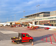 Aerei al dito nel terminale moderno 2 a Amburgo Fotografia Stock Libera da Diritti