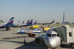 Aerei all'aeroporto internazionale di Sheremetyevo l'8 maggio 2010 a Mosca, Russia Fotografie Stock