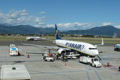 Aerei Boeing 737-800 di Ryanair Fotografia Stock