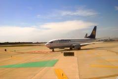 Aerei che aspettano ake fuori. Aeroporto di Barcellona. La Spagna Fotografie Stock Libere da Diritti