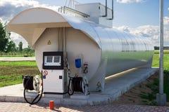 Aerei che riforniscono stazione di combustibile Fotografia Stock Libera da Diritti