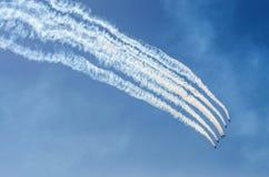 Aerei che volano via Fotografia Stock