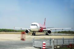 Aerei da atterraggio dell'aeroporto internazionale di Don Mueang sulla pista Fotografie Stock Libere da Diritti