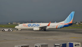Aerei delle linee aeree di flydubai sulla pista Fotografie Stock