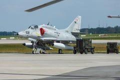 Aerei di attacco trasportatore-capaci subsonici del posto unico McDonnell Douglas A-4N Skyhawk Immagini Stock