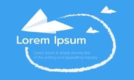 Aerei di carta sul fondo del cielo blu origami Illustratore di vettore Fotografie Stock