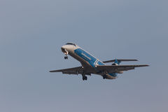 Aerei di Embraer ERJ-145LR di linee aeree di Dniproavia Fotografie Stock