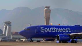 Aerei di sud-ovest sull'aeroporto di McCarran a Las Vegas - U.S.A. 2017 stock footage