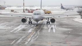 Aerei passeggeri stock footage