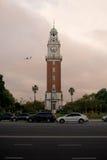 Aereo con la torre di orologio Immagini Stock Libere da Diritti