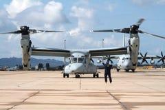 Aereo del falco pescatore di Bell Boeing V-22 dei marinai degli Stati Uniti fotografia stock libera da diritti