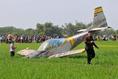 Aereo di addestramento militare caduto in Indonesia Immagini Stock Libere da Diritti