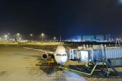 Aereo di linea del getto messo in bacino in aeroporto Immagine Stock