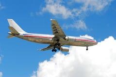 Aereo di linea del passeggero durante il volo Fotografie Stock Libere da Diritti