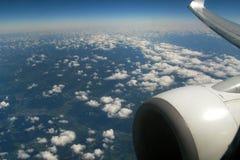 Aereo di volo sopra le nuvole Fotografia Stock Libera da Diritti