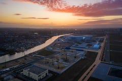 Aereo: Lo stadio di Kaliningrad nel tramonto immagini stock libere da diritti