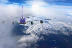 Aereo nel bianco del nero del fondo dell'aeroplano di trasporto di viaggio di volo del cielo Fotografie Stock Libere da Diritti