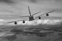 Aereo nel bianco del nero del fondo dell'aeroplano di trasporto di viaggio di volo del cielo Immagini Stock Libere da Diritti