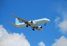 Aereo passeggeri di Embraer Fotografie Stock Libere da Diritti