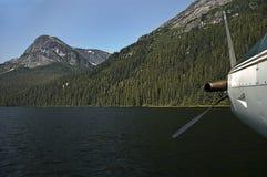 Aereo sul lago mountain immagini stock