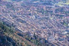 Aeria-Ansicht der Kleinstadt von Gubbio mit dem des Consolis Palast Lizenzfreies Stockfoto