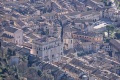 Aeria-Ansicht der Kleinstadt von Gubbio mit dem des Consolis Palast Stockfotos