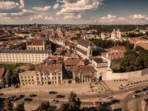 aerial Alte Stadt in Vilnius, Litauen: das Tor von Dämmerung Stockfoto
