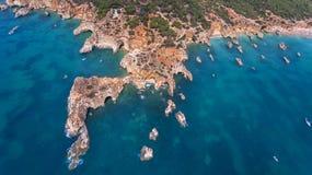 aerial Ansicht vom Himmel der Küste von Portimao Strände Submarino und Praia Joao de Arens Lizenzfreies Stockfoto
