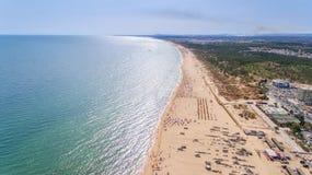 aerial Das Küstenspucken der Algarves, der Strände Monte Gordo und Altura Lizenzfreies Stockfoto