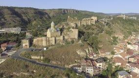 aerial Das Stadtbild von Tiflis die Narikala-Festung georgia stock footage