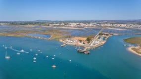 aerial Der Pier in der Bucht, das vier Wasser von Tavira-Insel Stockfotos