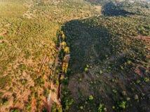 aerial Dorf von Alte, Loule-Region Gefangengenommenes Brummen zum Himmel Lizenzfreies Stockfoto
