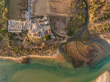aerial Erstaunliche Ansicht des Himmels, das Dorf Cacela Velha Stockbilder