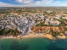 aerial Erstaunliche Ansicht vom Himmel, albufeira Stadt-Olhos de Agua Lizenzfreies Stockbild