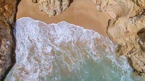 aerial Felsen und Strände nähern sich Stränden von Portimao Stockbilder