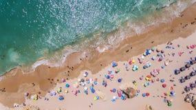 aerial Felsen und Strände nähern sich Stränden von Portimao Lizenzfreie Stockfotografie