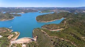 aerial Foto vom Himmel, die Verdammungen füllte mit Wasser Odiaxere Stockfotografie