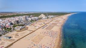 aerial Foto vom Himmel Monte Gordos setzt auf den Strand, schoss vom Brummen Portugal, Algarve Lizenzfreie Stockbilder