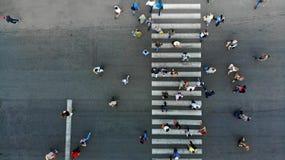 aerial Fußgängerübergang-Zebrastreifen Beschneidungspfad eingeschlossen lizenzfreie stockfotografie