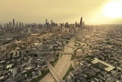 Aerial highway view against Chicago skyline Royalty Free Stock Photos