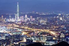 Free Aerial Panorama Of Taipei Downtown & Suburbs At Dusk With View Of Keelung Riverside Park Stock Photos - 92252603