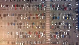 aerial Parkplatz mit Autos lizenzfreie stockfotografie