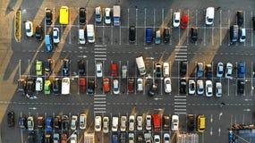 aerial Parkplatz mit Autos stockbild